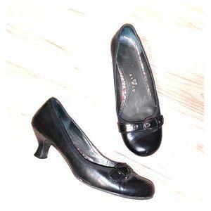 Black Heel-Flats